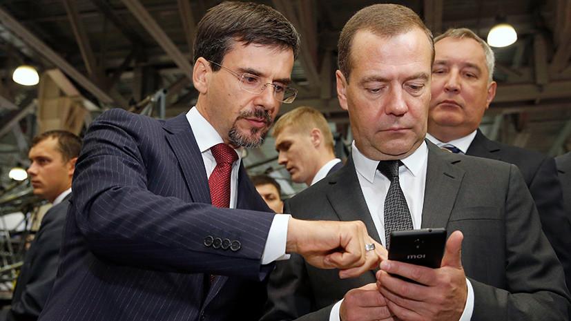 Медведев на выставке «Импортозамещение» получил в подарок российский телефон Inoi R7
