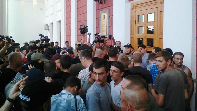 В Одессе родители детей из сгоревшего лагеря штурмуют здание горсовета
