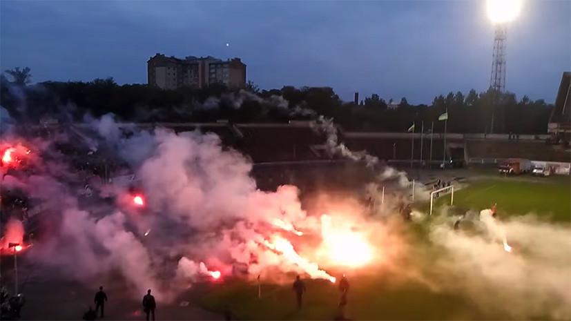 Попал под раздачу: фанаты украинских «Карпат» избили футболиста собственной команды