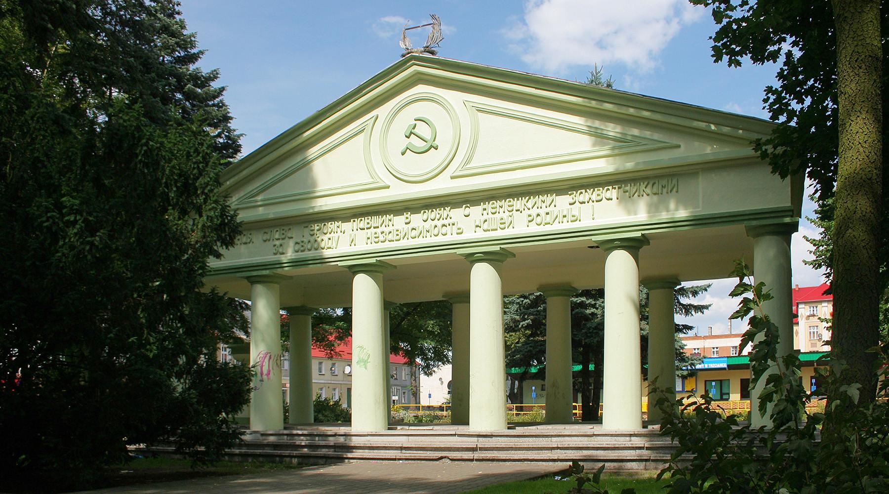 В России отреагировали на снос мавзолея воинам Красной армии в Польше