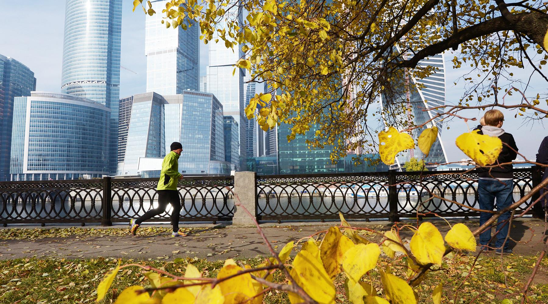 Шквалистый ветер и всплески тепла: чего ждать от погоды в Москве и области в ближайшие дни
