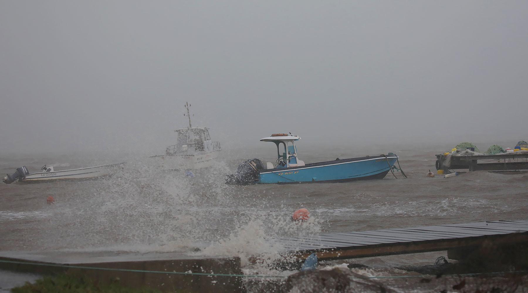 ураган «Мария» ослабла до четвёртого уровня мощности»