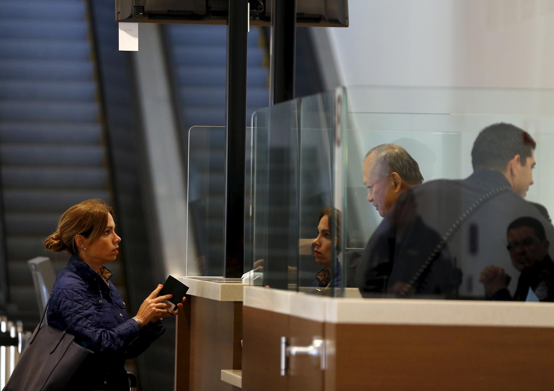 Бюрократический занавес: с какими трудностями столкнутся россияне после ужесточения правил выдачи американских виз