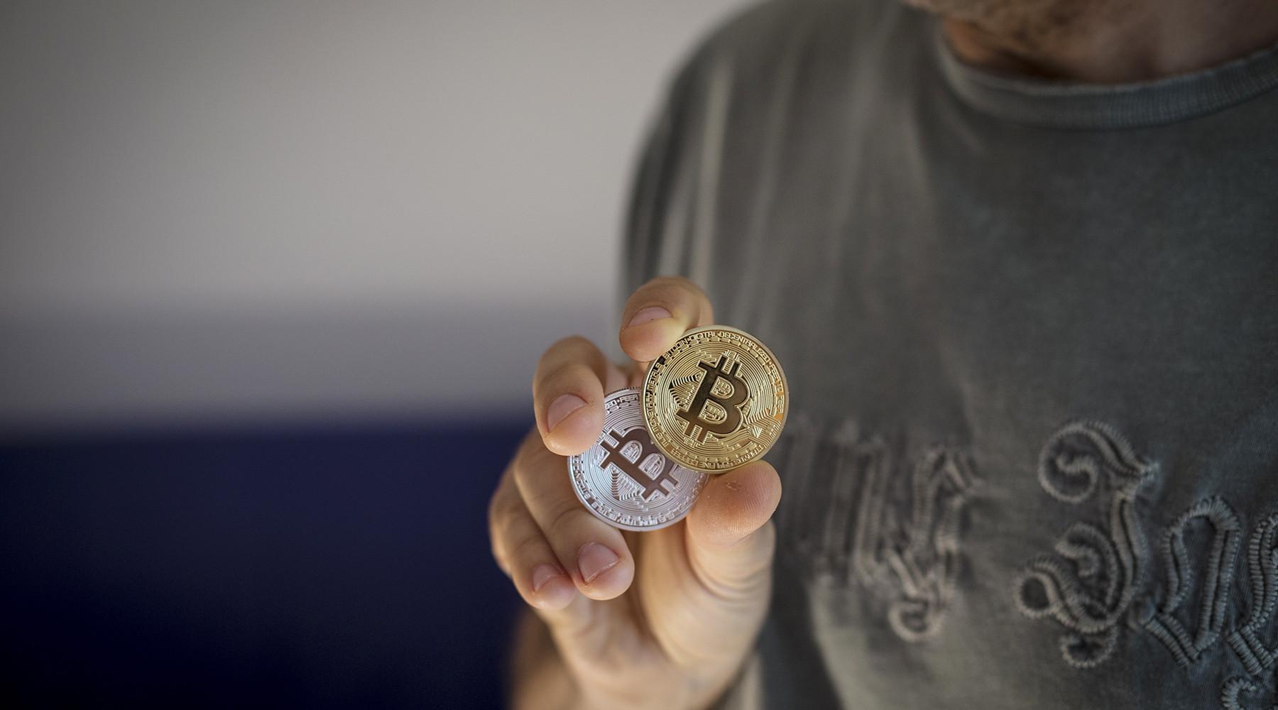 Россияне рассказали RT о своём опыте майнинга криптовалют