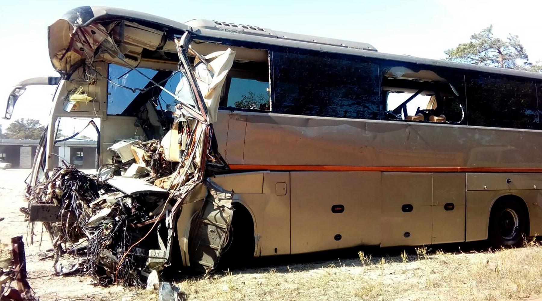 на Кубани в результате столкновения автобуса и грузовика погибли шесть человек»