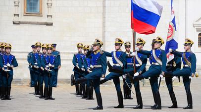 Военнослужащие Президентского полка во время развода конного караула