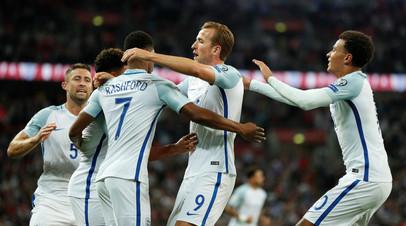 Футболисты сборной Англии празднуют победы над Словакией в матче отборочного цикла чемпионата мира 2018 года