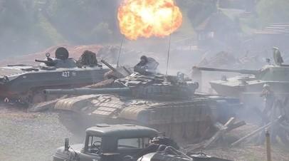 В День танкиста в Минске устроили реконструкцию с участием танков времён Великой Отечественной войны