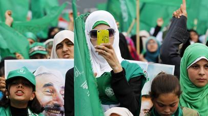 Сторонник движения исламского сопротивления ХАМАС во время публичного митинга в городе Газа