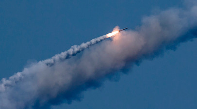 Пуск ракет с российской подлодки по позициям боевиков в Сирии.