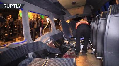 Видео с места столкновения микроавтобуса и внедорожника под Калининградом