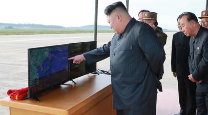Ким Чен Ын руководит запуском ракеты