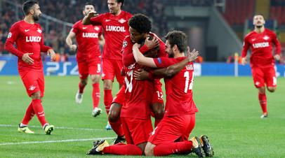 Игроки «Спартака» радуются забитому мячу в матче группового этапа Лиги чемпионов