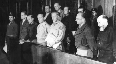Бывшие офицеры СС на скамье подсудимых по делу об айнзацгруппах во время Нюрнбергского процесса