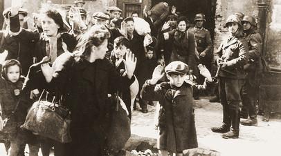 Восстание в Варшавском гетто — фото из отчёта Юргена Штропа Генриху Гиммлеру в мае 1943 года. Одна из наиболее известных фотографий времён Второй мировой войны
