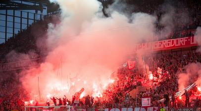 Болельщики «Кёльна» во время матча Лиги Европы с «Црвеной Звездой»