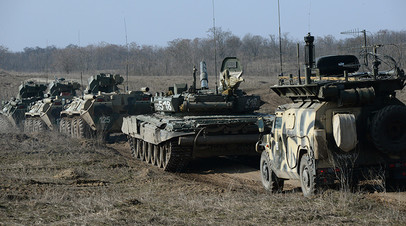 Военная техника во время учений мотострелковых войск