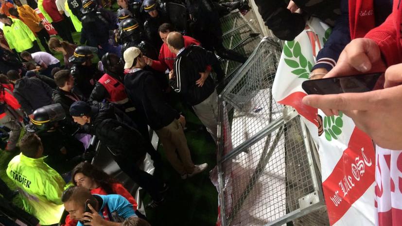 Победа «Барсы» без зрителей, бенефис украинца и рухнувшая трибуна во Франции: итоги футбольных выходных в Европе