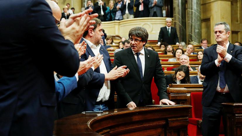 «Неуверенное заявление»: глава Каталонии объявил о «победе независимости», но не стал её провозглашать