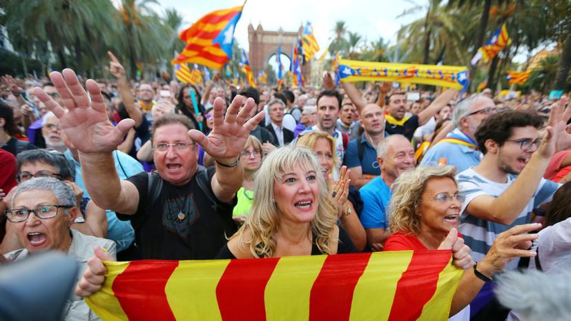 Шаг назад: почему власти Каталонии отложили выход из состава Испании