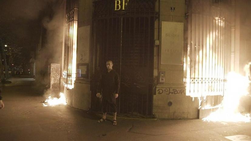 Нездоровая искра: совершившего поджог здания Банка Франции Павленского отправили в психиатрический стационар