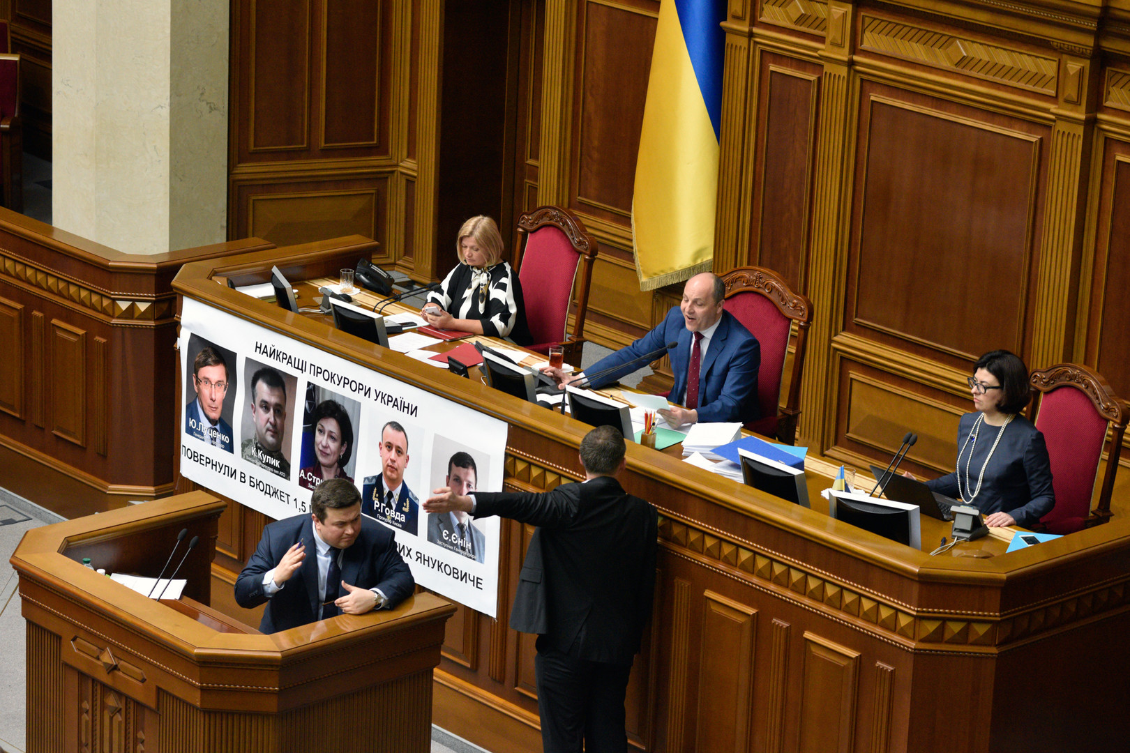 Олейник обимпичменте Порошенко: уход споста президента для него— смерть