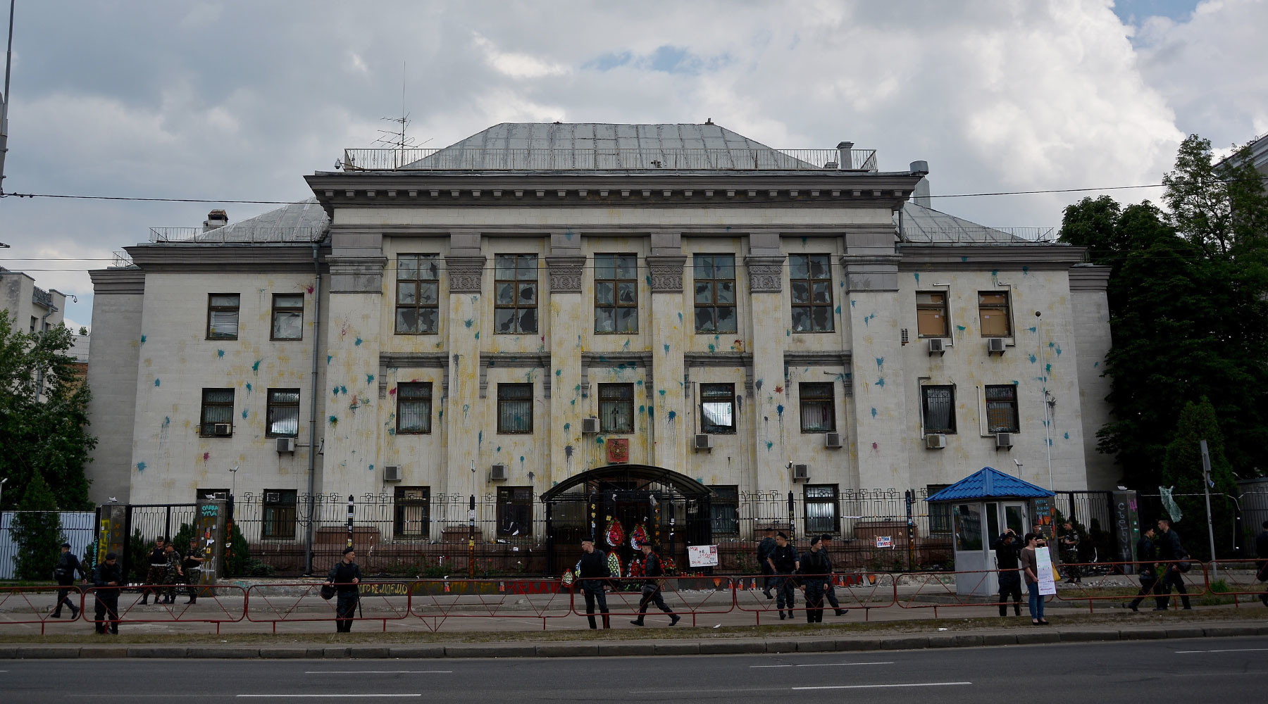 четверо украинцев заочно арестованы за нападения на российские дипмиссии»