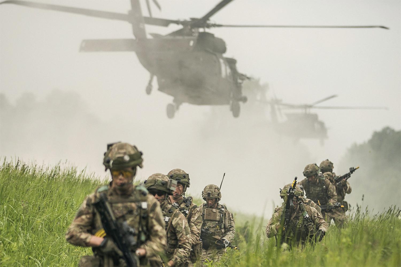 ВМС США планируют отправить в Латвию 76 боевых вертолетов