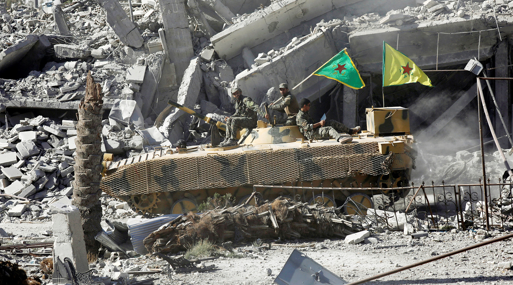 США разбомбили Ракку, как Дрезден в 1945  — МинобороныРФ