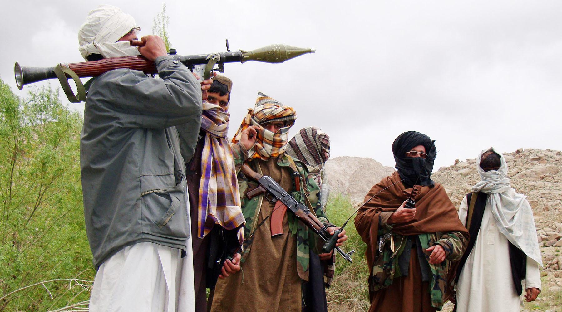 СМИ заметили фотошоп на снимке со встречи Тиллерсона и президента Афганистана