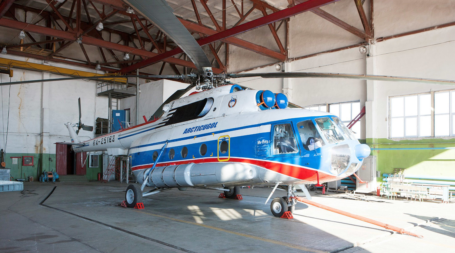 Спасатели обнаружили возможное место крушения Ми-8 в Гренландском море