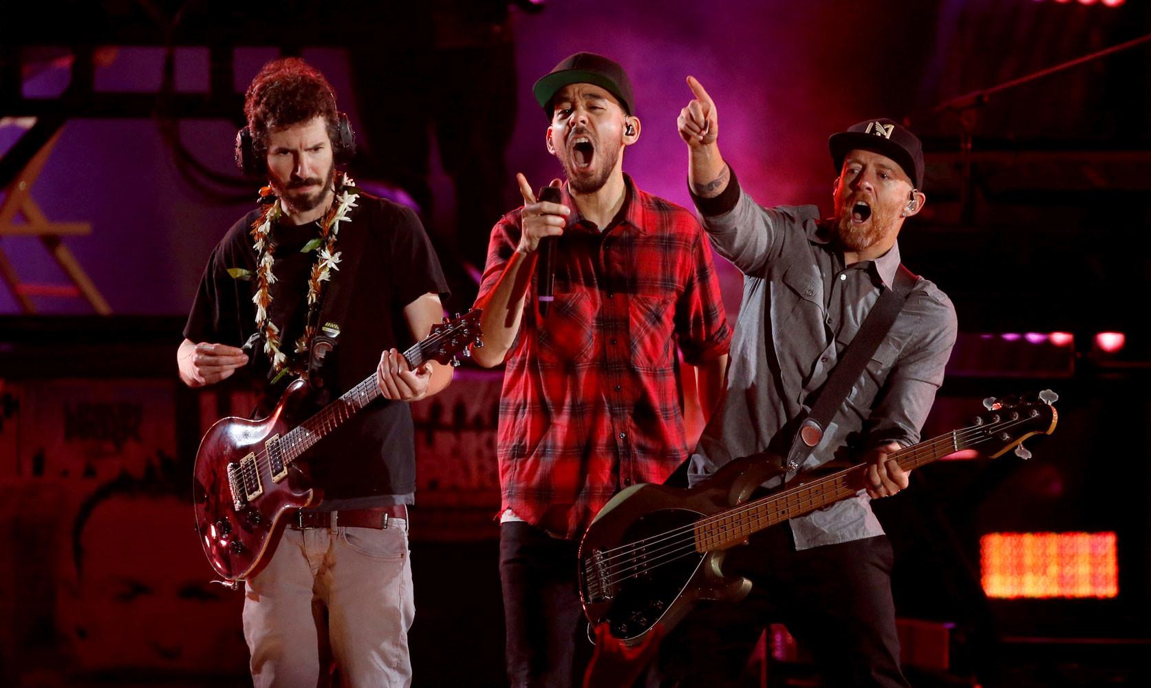 5655e4f9b Американская группа Linkin Park отыграла концерт в память о бывшем  вокалисте коллектива Честере Беннингтоне, который в июле покончил жизнь  самоубийством.