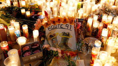 Свечи в память о погибших в стрельбе в Лас-Вегасе