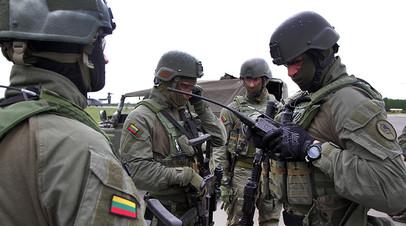 Военнослужащие ВС Литвы во время учений