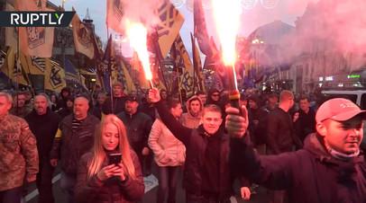 Украинские националисты устроили факельное шествие в Киеве