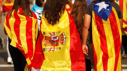Сторонники независимости Каталонии на улицах Барселоны.