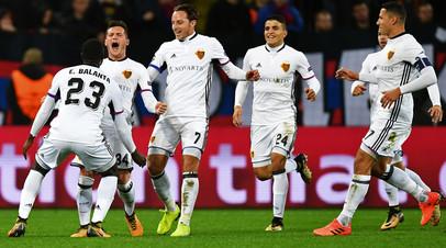 Игроки ФК «Базель» радуются забитому голу