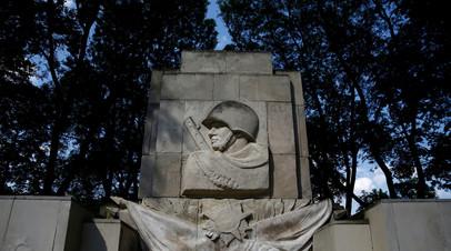 Памятник солдатам Советской армии в Варшаве, Польша