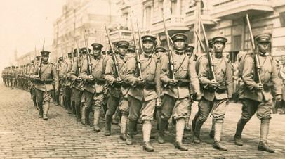 Японские войска на улице Светланской во Владивостоке
