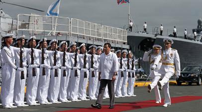 Президент Филиппин Родриго Дутерте на борту корабля «Адмирал Пантелеев» в порту Манилы
