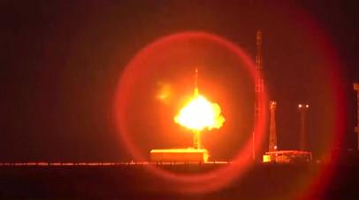 Запуск межконтинентальной баллистической ракеты РС-12М «Тополь»