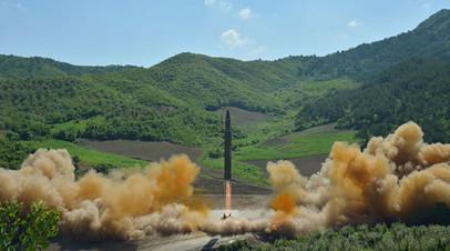 Запуск баллистической межконтинентальной ракеты КНДР