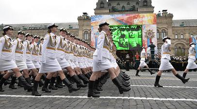 Военнослужащие во время парада в Москве, посвящённого 72-й годовщине Победы в Великой Отечественной войне.