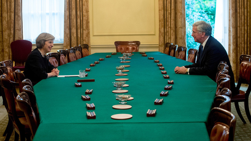 почему Фэллон лишился поста министра обороны Великобритании»