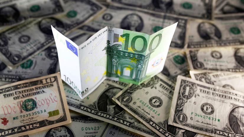 «Катастрофического обвала ожидать не стоит»: доллар и евро превысили отметки в 60 и 70 рублей