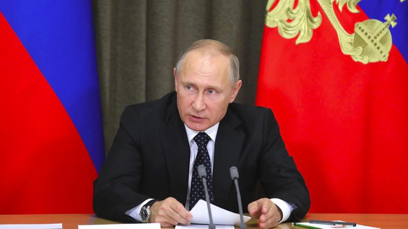 Зеркальная мера: Владимир Путин подписал закон о СМИ-иноагентах