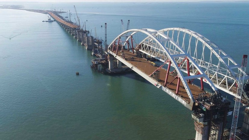 «Власти Киева живут в другом мире»: в России ответили на требование Украины остановить строительство Крымского моста