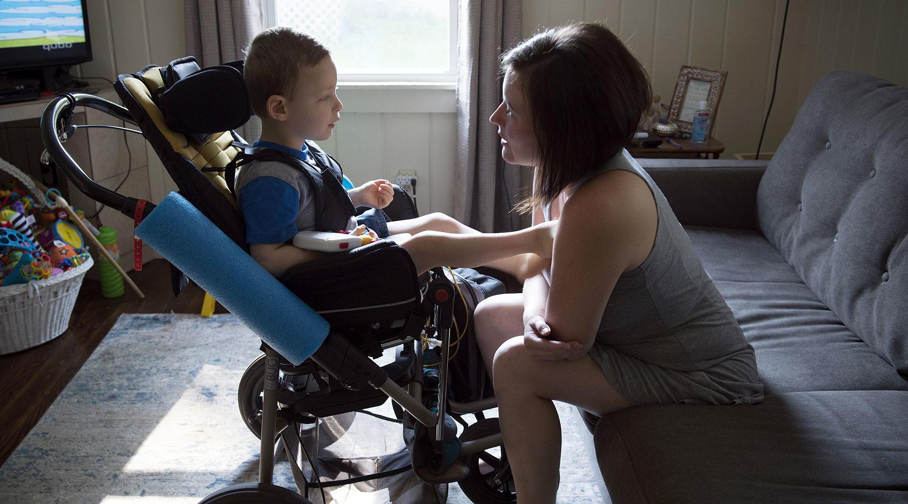 Очень часто родители детей-инвалидов довольно быстро оказываются выключенными из привычного круга общения.