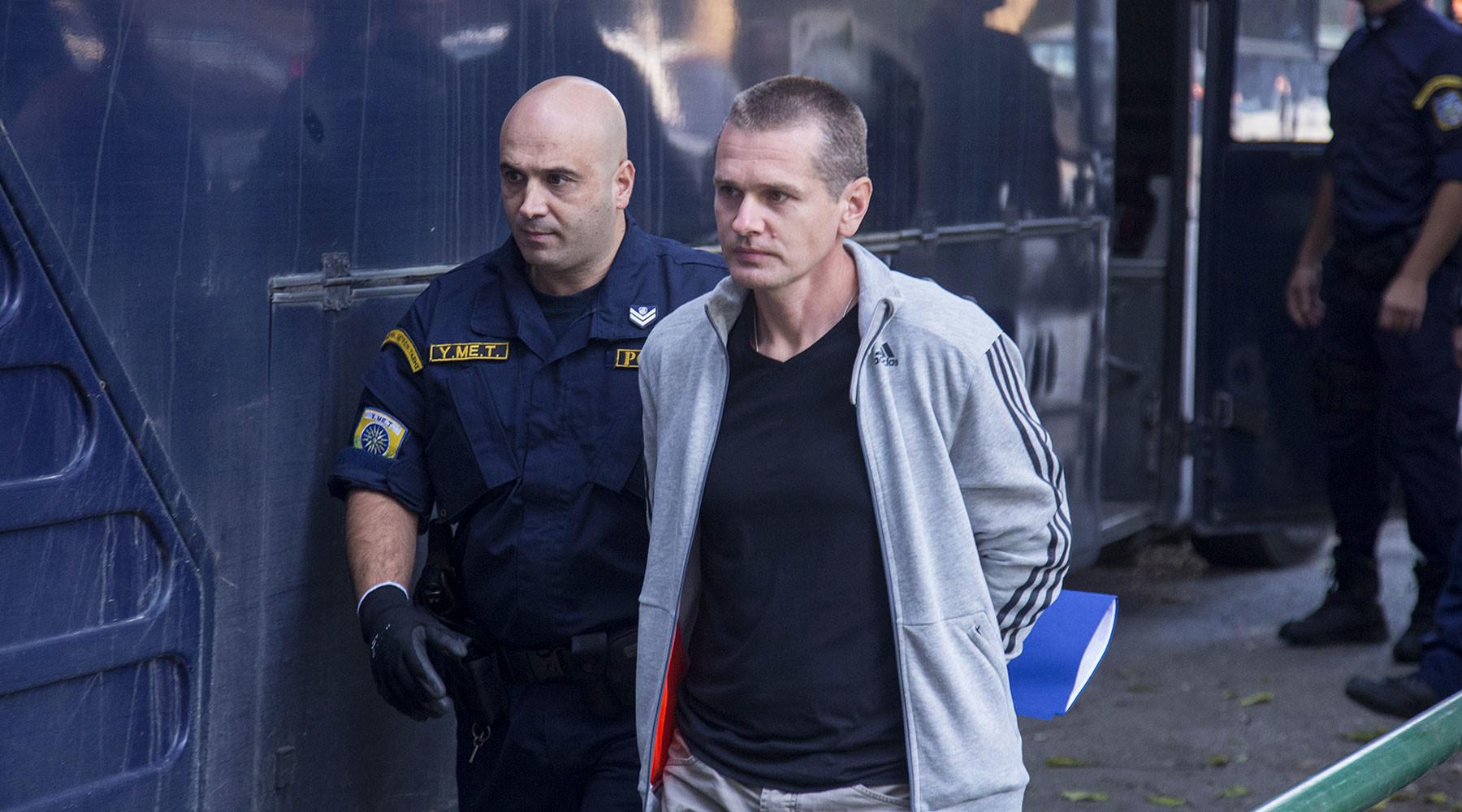 к задержанному в Греции россиянину Александру Виннику подали иск на полтора миллиарда евро»
