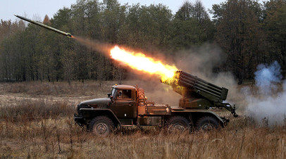 БМ-21 «Град» во время военных учений в районе села Девички Киевской области, Украина